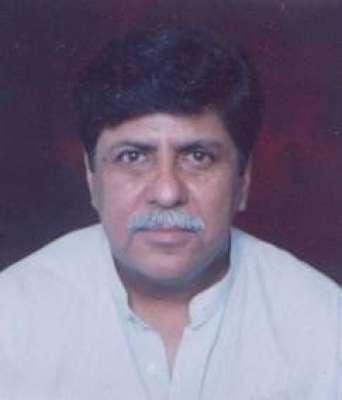 لاہور، معروف ڈرامہ نگار اصغرندیم سید کی گاڑی پر فائرنگ ،زخمی حالت میں ..