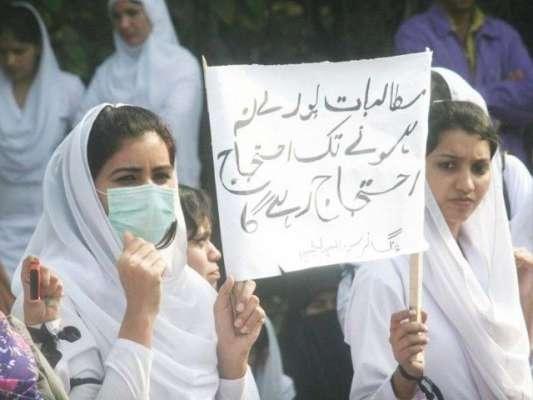 لاہور میں ایڈہاک نرسوں کا دھرنا ساتویں روز بھی جاری