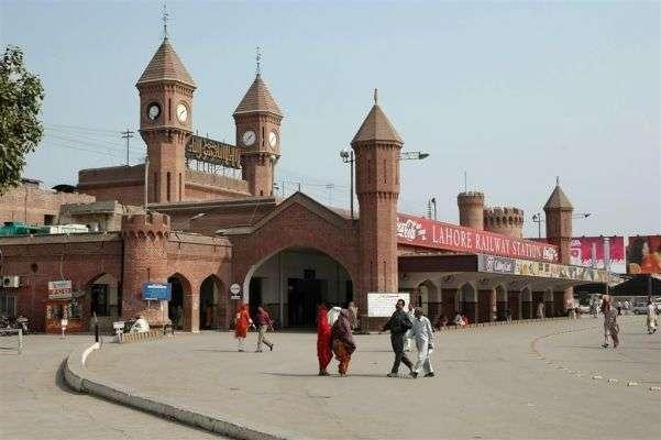 لاہور،کراچی جانیوالی ٹرین سے بھاری اسلحہ برآمد،تین مسافر گرفتار
