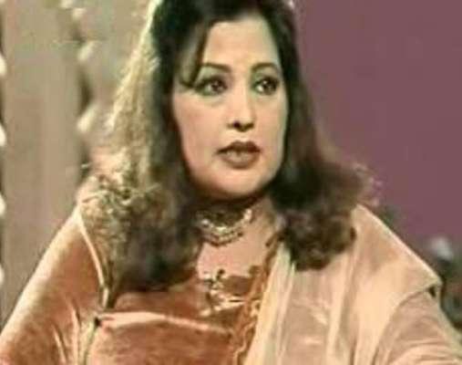 اداکارہ نشو کی والدہ کو نماز جنازہ کی ادائیگی کے بعد سپرد خا ک کر دیا ..