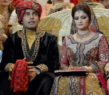 کرکٹر عمر اکمل اپنی اہلیہ کے ہمراہ عمرے کے لیے روانہ ہوگئے