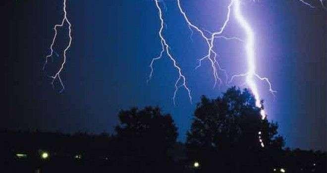 آسمانی بجلی گرنے کے واقعات، بچے سمیت 6 افراد جاں بحق