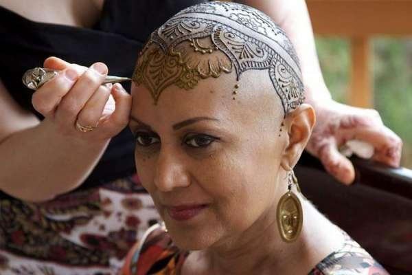 کینسر کی مریض خواتین کے سروں پر حنائی تاج مہم،حنا ہیلز 150 فنکار مریضوں ..