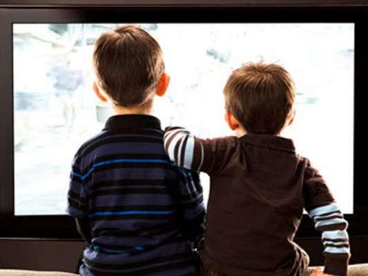 بچوں میں رات دیر تک ٹی وی دیکھتے رہنے سے نیند کی کمی بیماری کا باعث بن ..