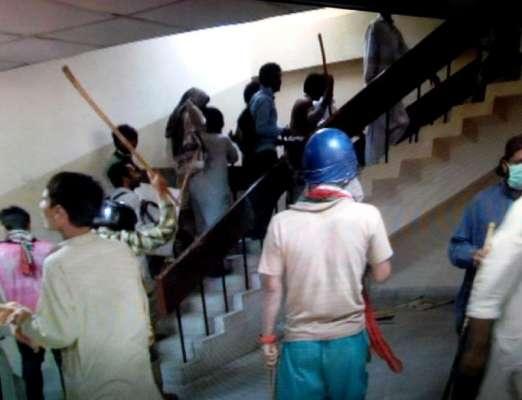 پی ٹی وی پر حملہ کرنے والے 70 افراد کی شناخت ہو گئی، تصاویر جاری