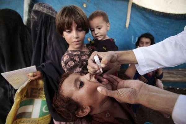 پشاور میں 17 ہزار سے زائد والدین نے بچوں کو پولیو سے بچاوٴ کے قطرے پلانے ..