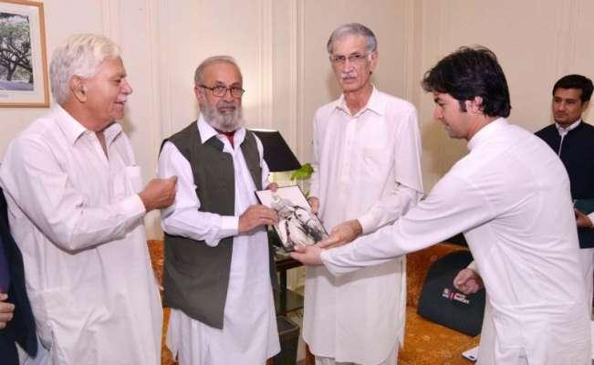 وزیراعلی خیبرپختونخوا سے اسلامیہ کالج یونیورسٹی پشاور کے وائس چانسلر ..