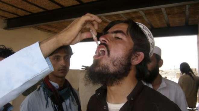 جنوبی وزیرستان ،قبائلی عمائدین نے خود پولیو کے قطرے پی کر انوکھی مثال ..