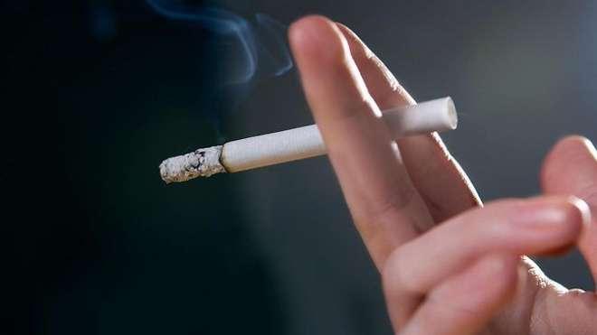 امریکا ، سگریٹ بنانے والی ایک کمپنی کا اپنے دفاتر میں سگریٹ پینے پر ..