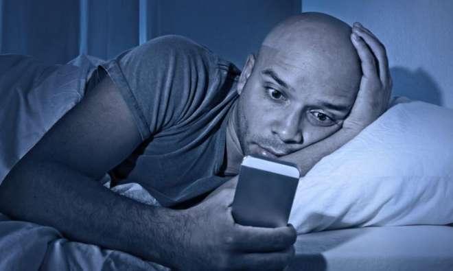 رات گئے کمپیوٹر یا اسمارٹ فون کا استعمال نیند کا قاتل ہے ،تحقیق