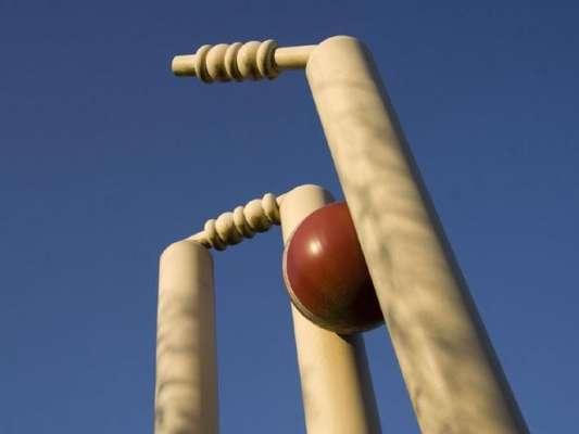 بھارتی ڈومیسٹک کرکٹر رتناکر مور ڈومیسٹک ٹورنامنٹ میں میچ کے دوران ..