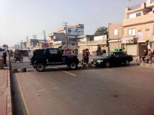 لاہور ، تحریک انصاف کے کارکنوں نے صبح سویرے ہی متعدد مقامات پر دھرنے ..