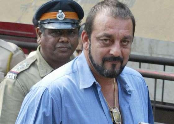 بالی وڈ اداکار سنجے دت جیل جا کر رائٹر بن گئے، 10 فلموں کے سکرپٹس ہی لکھ ..