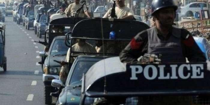 کراچی ، سہراب گوٹھ میں پولیس مقابلے کے دوران انسداد پولیو رضاکاروں کو نشانہ بنانے والے 2 دہشتگرد ہلاک ،چار فرار ،پولیس اور حساس اداروں کی کارروائی ، 2 درجن سے زیادہ ازبک اور تاجک باشندوں کو گرفتار کرلیا گیا