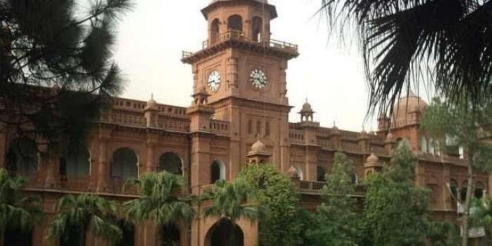 پنجاب یونیورسٹی ممنوعہ ادویات ڈرامے کا ڈراپ سین، 5 میں سے دو طالبات کا درخواست سے لاتعلقی کا اعلان