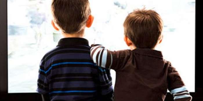 بچوں میں رات دیر تک ٹی وی دیکھتے رہنے سے نیند کی کمی بیماری کا باعث بن سکتی ہے ' تحقیق