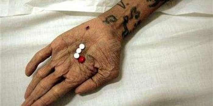 بھارت میں ایڈرز کے مریضوں کے لیے ادویات کی شدید قلت ، حکومت نے ادویات کے ٹینڈر عمل میں حصہ لینا بھی بند کر دیا ، ایڈز کے خلاف ادویات بھارتی مارکیٹ سے غائب نہیں ہوئی ہیں ، حکا م
