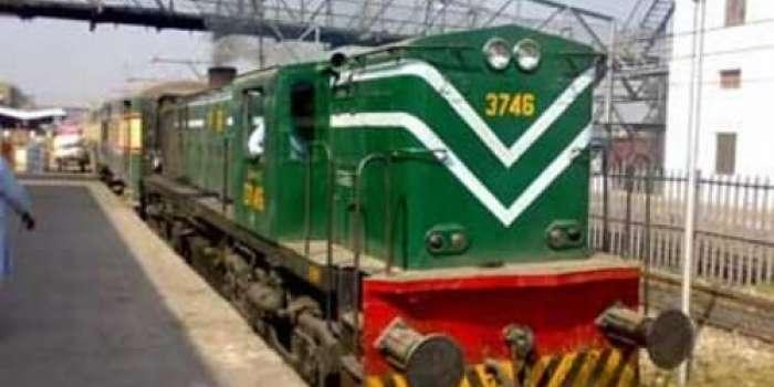 ڈرائیور کی حاضر دماغی ، ٹریک ٹوٹا ہونے کے باعث ٹرین حادثہ سے بال بال بچ گئی