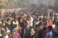 گیس کی طویل بندش، سرگودھا اور ملتان میں شہری سڑکوں پر نکل آئے