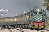 حافظ آباد،پاکستان ایکسپریس کا انجن خراب ہونے پرمسافروں کا ریلوے حکام ..
