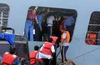 پاک بحریہ کا جہاز ا لمکلہ سے پاکستانی اور غیر ملکی محصورین کے انخلاء ..