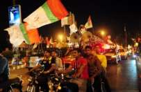 ایم کیو ایم کے کارکنان کا جناح گراوَنڈ عزیز آباد میں جیت کا جشن
