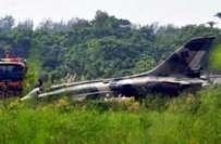 چٹا گانگ ٗ فوجی اڈے سے پرواز کے فوری بعد بنگلہ دیشی ایئر فورس کا ایف ..