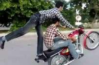 لاہور،ون ویلنگ کرتے ہوئے موٹر سائیکلیں ٹکرانے سے تین نوجوان جاں بحق ..
