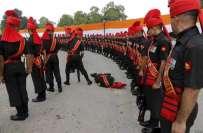 پاک بھارت جنگ کی 50 ویں سالگرہ کی تقریب کے موقع پر بھارتی فوج گر کر بے ..