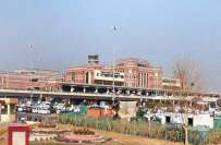 علامہ اقبال انٹر نیشنل ائرپورٹ لاہور کی دیوار کے ساتھ کوڑا کرکٹ پھینکنے ..