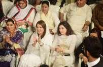 لاہور،عمران خان کا خطاب شروع ہوتے ہی ریحام خان اٹھ کر چلی گئیں