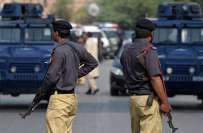 کراچی میں پولیس کی کاروائی،2 دہشتگرد ہلاک ،دھماکہ خیز مواد اور اسلحہ ..