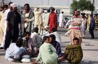 رواں برس مختلف ممالک سے 1 لاکھ پاکستانیوں کو نکالے جانے کا انکشاف