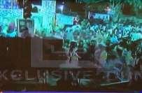 کراچی،لانڈھی داؤد چورنگی میں عمران خان کے جلسہ گاہ میں نہ آنے پر کارکن ..