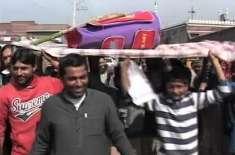 شائقین نے پاکستانی کرکٹ ٹیم کا علامتی جنازہ نکال دیا، نجم سیٹھی کیخلاف ..