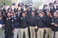ایس ایس پی کواوایس ڈی بنانے پرمظفرآباد پولیس کا احتجاج