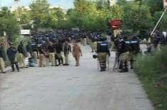 تحریک انصاف کے سربراہ عمران خان کی رہائشگاہ پر خواتین مظاہرین نے دھاوا ..