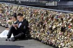 فرانس میں محبت کے یاد گار 45 ٹن تالے پل سے اتارنے کا فیصلہ