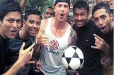 ڈیل سٹین بارش میں بنگلہ دیشی بچوں کے ساتھ فٹبال کھیلنے چلے گئے ٗموبائل ..
