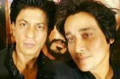 پاکستانی ٹی وی چینل کے  میزبان ساحر لودھی اور شاہ رخ خان ایک ساتھ