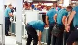 ایڈیلیڈ ایئرپورٹ پر سیکیورٹی اہلکاروں نے دھونی کے جوتے اتروالیے