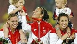 """ویمنز فٹبال ورلڈ کپ میں""""23مائیں"""" مختلف ممالک کی طرف سے ایکشن میں دکھائی .."""