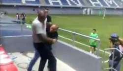 سکیورٹی گارڈ سے جھگڑا ، کوسٹاریکا کے فٹبال کوچ نے استعفیٰ دے دیا