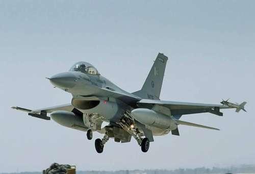 پی اے ایف کا طیارہ ایندھن کی ..