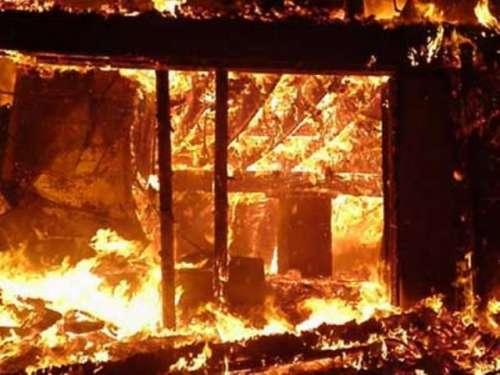 کراچی میں فیکٹری میں آگ لگ گئی
