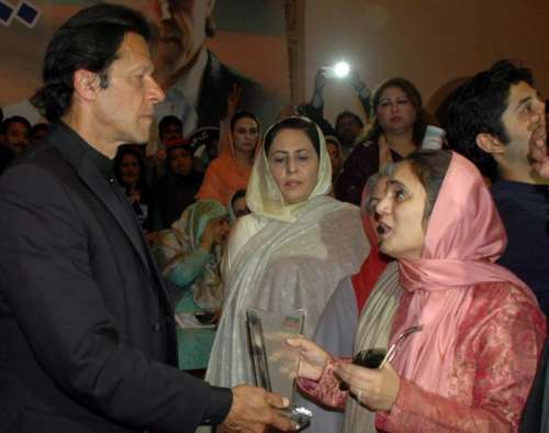 یوم نسواں تقریب میں عمران خان ..