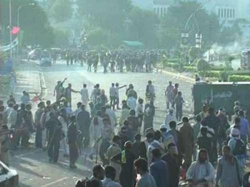 لاہور: مظاہرین کو منتشر کرنے ..