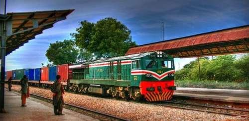 کراچی سے کنٹینر اسپیشل ٹرین ..