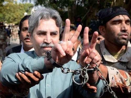 کراچی : ایم کیو ایم کے رہنما عامر ..