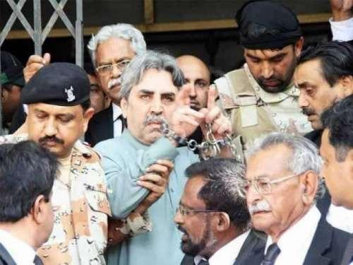 کراچی :  ایم کیو ایم کے رہنما ..